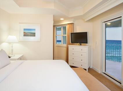 Queen Bed with Balcony