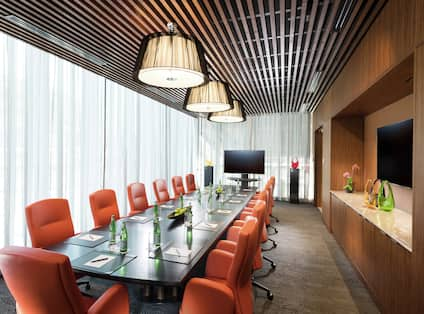 Independence Boardroom with Large Table and HDTV
