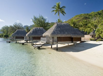 Lagoon Bungalows on the beach