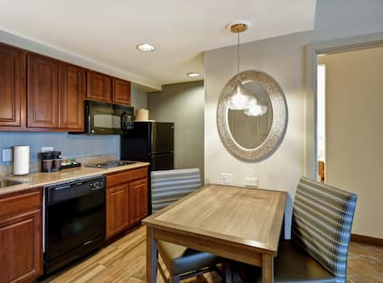 Suite Kitchen and Dining Table