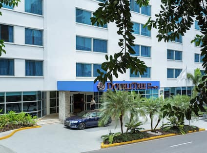 Exterior Entrance of DoubleTree by Hilton Hotel Panama City