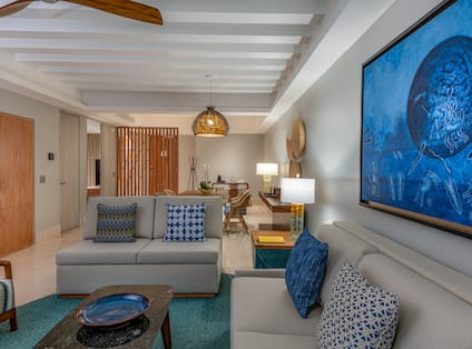 Suite Living Area with Comfortable Seats