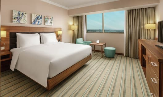 King Guestroom with Bed, Lounge Area, Outside View, and Room Technology