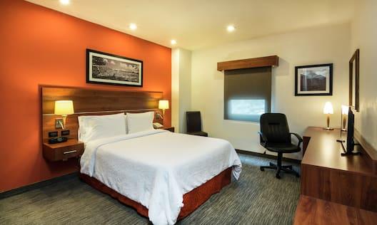 Queen Bedroom Guestroom