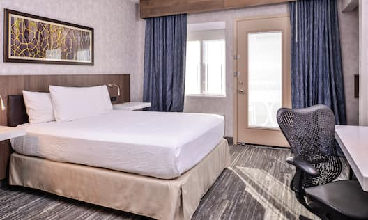 Accessible Queen Suite with Balcony