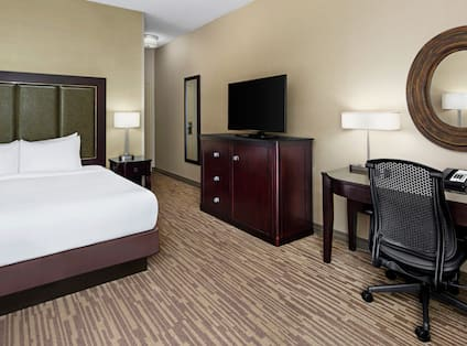 King Guestroom with Bed, Work Desk, and Room Technology