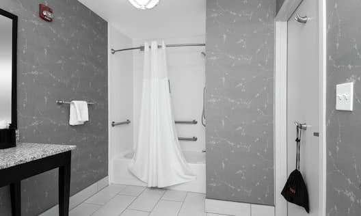 Accessible Bath Tub