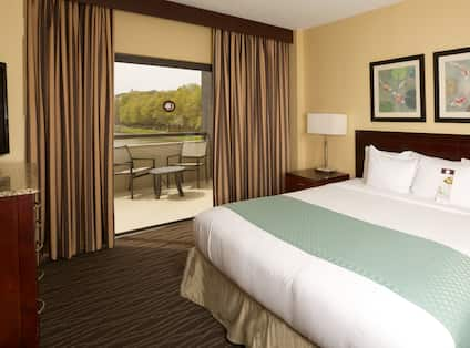 Lakeview King Suite Bedroom
