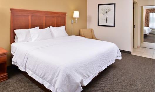 Hampton Inn & Suites Richmond Hotel, IN - Two Room Suite