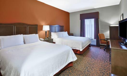 2 Queen Beds Guestroom