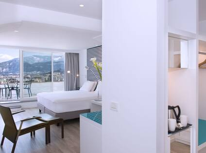Executive Room with Bed, Television and Outside Patio