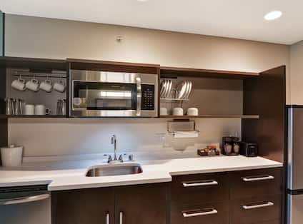 Suite Kitchen with Fridge, Dishwasher, Microwave and Sink