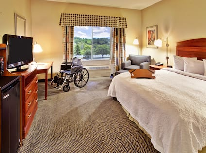 Accessible 1 King Bed Guest Room