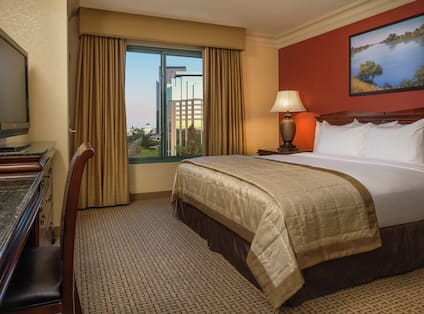 King City View room with bed and tv