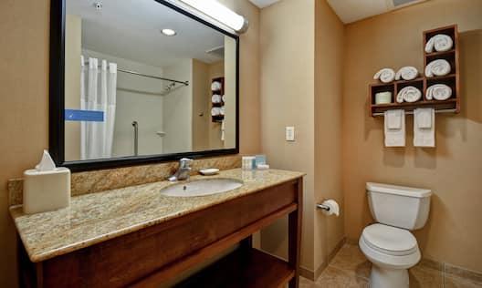 2 Queens Studio Bathroom
