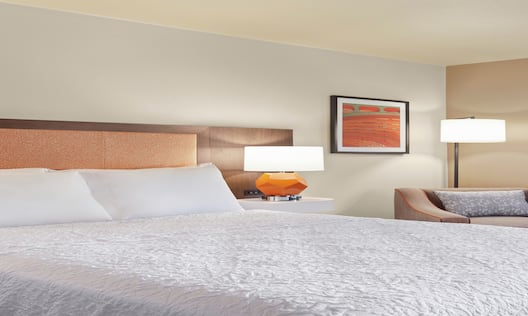 Queen Room with One Queen Bed, Amenities and Large Window