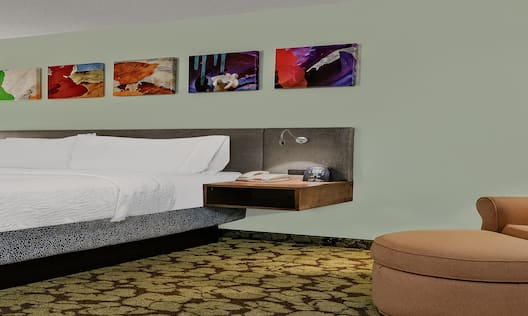 Single King Guestroom with Chaise Lounge