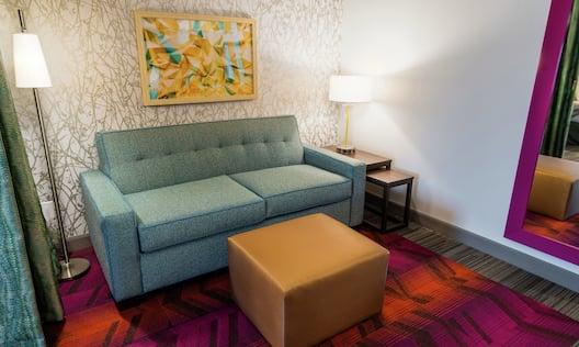 Guestroom Suite Lounge Area