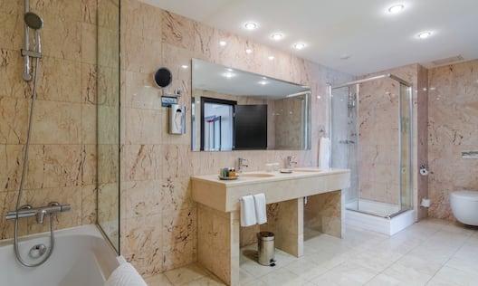 King Executive Bathroom Suite