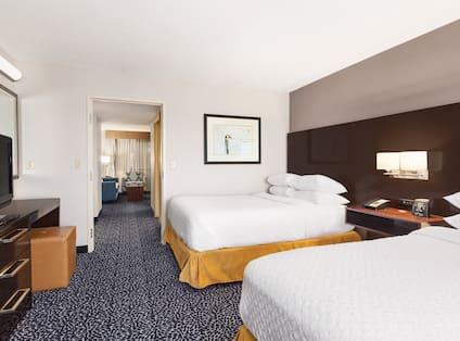 Guestroom Suite with Double Beds Bedroom View