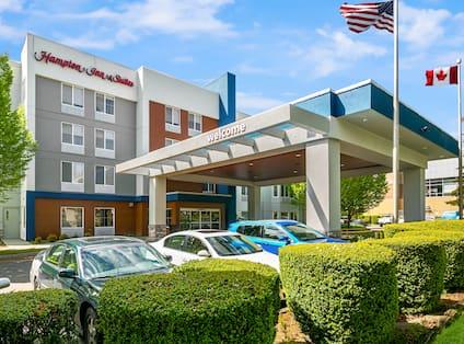 Hampton Inn & Suites Seattle-North/Lynnwood hotel exterior