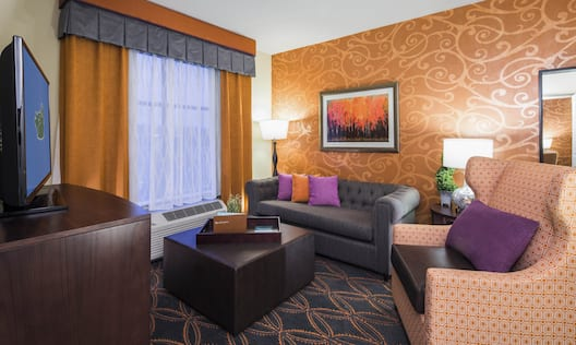 2 Queen Living Room