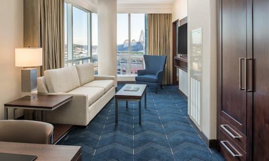 Guestroom Lounge Area
