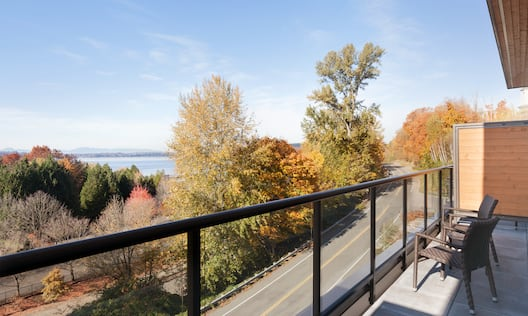 Guest Room Balcony with Lake View