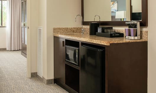 Wetbar with microwave and fridge