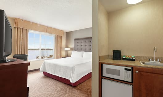 King Bed and Kitchenette Amenities in Suite