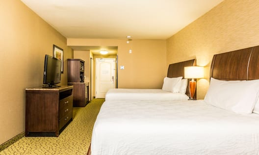 Standard Room with 2 Queen sized Beds and HDTV