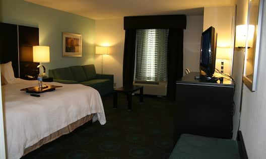 King w/ Whirlpool Bedroom