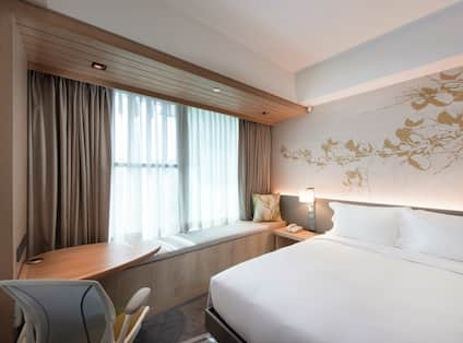 King Deluxe Guest Room with Work Desk