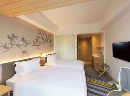 Deluxe Room with Two Twin Beds and Balcony