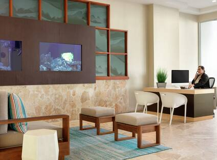 Complimentary on-site concierge serves located in the hotel lobby.