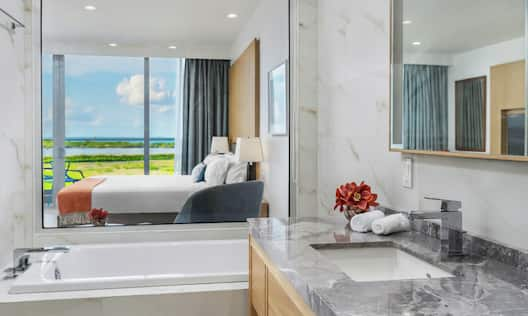 King Guest Room with Balcony