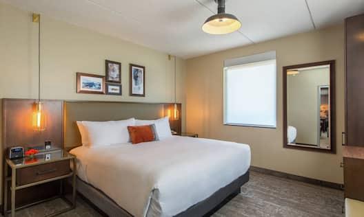1 King Deluxe 2 Room Suite - Bedroom