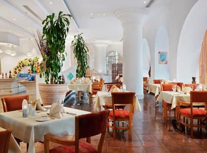 Al Maha Restaurant Tables