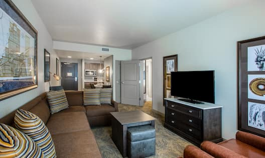 One bedroom suite with lounge and kitchen