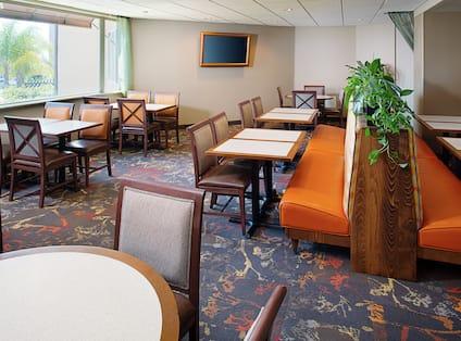 Hotel Garden Grille Restaurant Seating Area