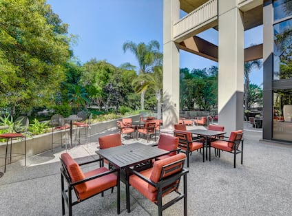 Upper Outdoor Patio Tables and Chairs