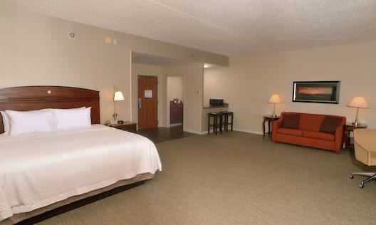 Premium Executive Suite With Large Bed And Sofa