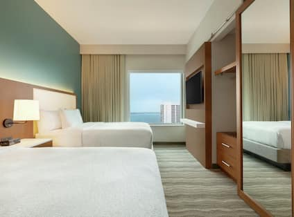 Double Queens Guestroom Suite With Bay View
