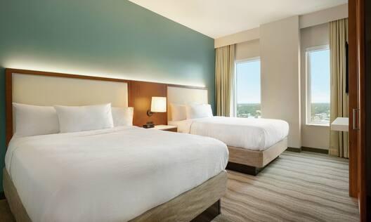 Double Queens Suite Two Room Guestroom