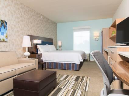 Single King Bed Studio Guestroom