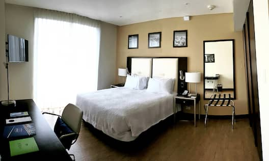 Queen Room with Panoramic Views