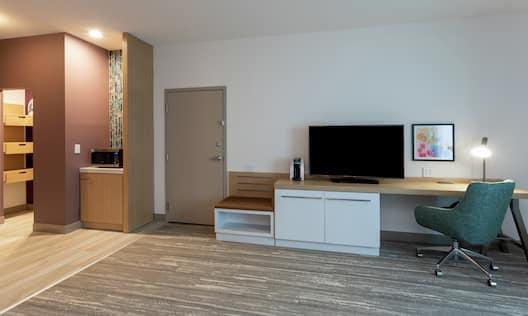 Accessible Double Queen Guest Room Amenities