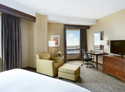 One king bed with Harbourview