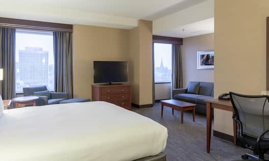 King Bed Club Floor with Sitting Area
