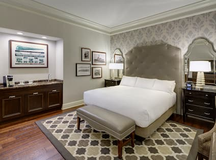 King Room Bed and Wetbar